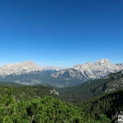 I gruppi montuosi del Cristallo (sinistra) e del Sorapiss (destra).