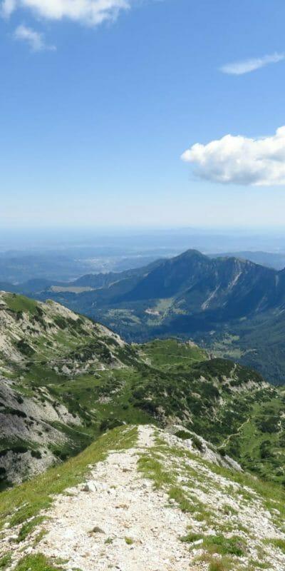 Il bellissimo panorama che abbiamo man mano che proseguiamo lungo la cresta.