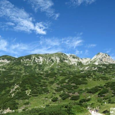 Il paesaggio che abbiamo quando raggiungiamo il bivio dei sentieri 109-192, in prossimità del Rifugio Scalorbi.