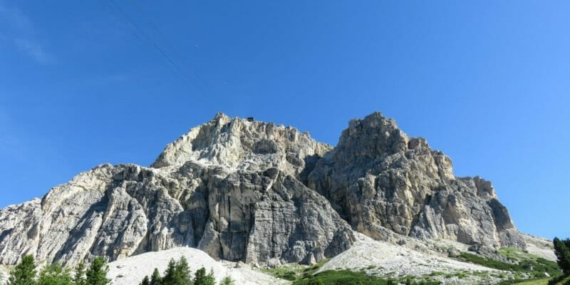 Il Piccolo Lagazuoi dal Passo Falzarego.