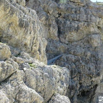Il tratto attrezzato e il ponte sospeso del Sentiero dei Kaiserjager.