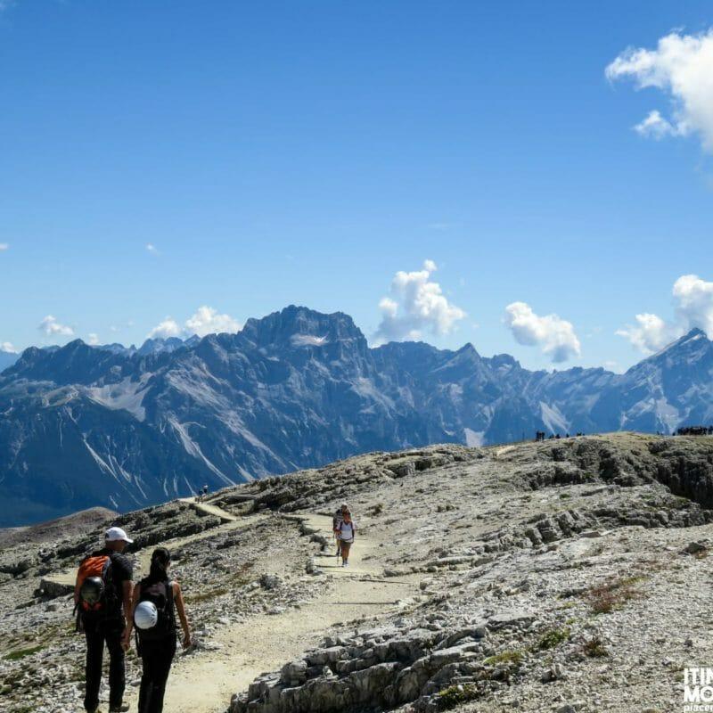 Sempre dalla cima, il massiccio Gruppo del Sorapiss e l'Antelao, adesso ben visibile.