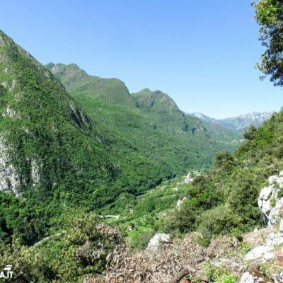Veduta, alle nostre spalle, sulla valle di Ledro.